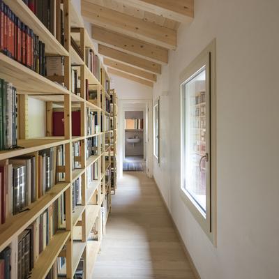La libreria nel corridoio
