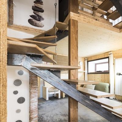 Scala in legno ed acciaio