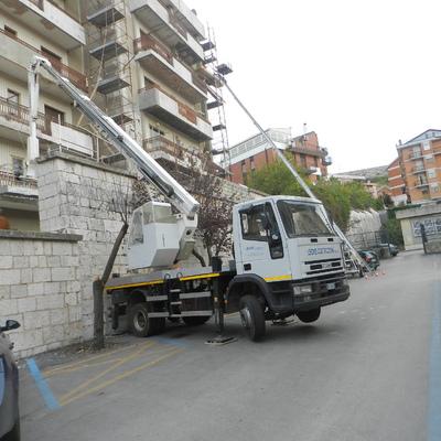 Intervento piattaforma elevatrice per pulizia facciate