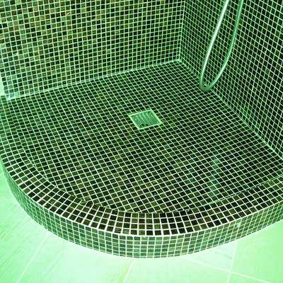 Doccia in muratura con mosaico vetroso 3 x 3