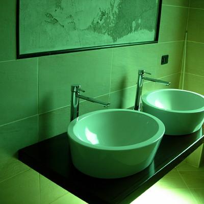 Doppio lavabo ad appoggio  con piastrelle 30 x 60