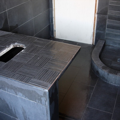 Doccia e piano lavabo in mosaico ceramico 1 x 8