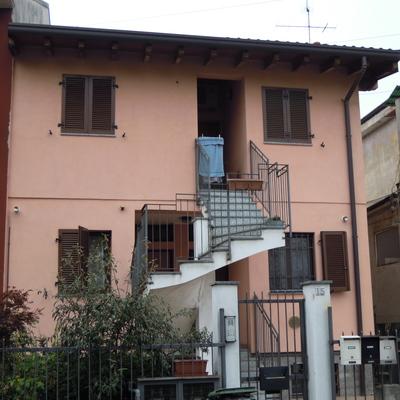 villa divisa in tre appartamenti