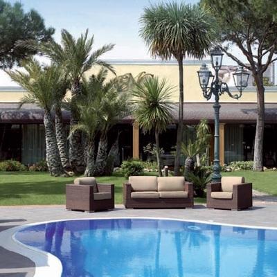 Idee e foto di terrazzo e giardino di stile moderno per for Arredo terrazzo napoli