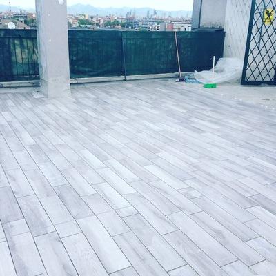 Terrazzo con pavimento in gres
