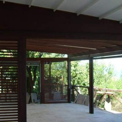 Tecnopergola con tetto e tende perimetrali apribili
