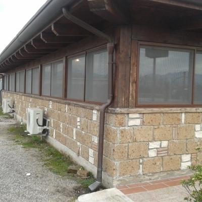 Fornitura e posa in opera di finestre in alluminio