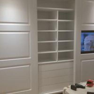 armadio con televisione