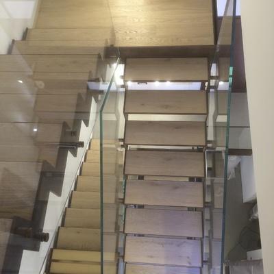 Parapetto in vetro stratificato su scala