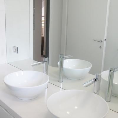 Idee e foto di piani bagni bianchi per ispirarti habitissimo for Piccoli piani artistici per artigiani