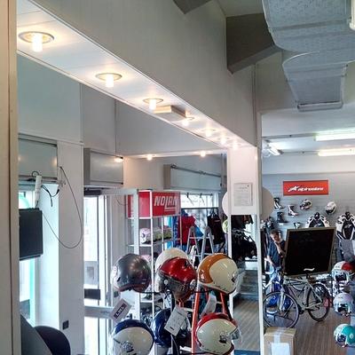 Illuminazione negozio di abbigliamento