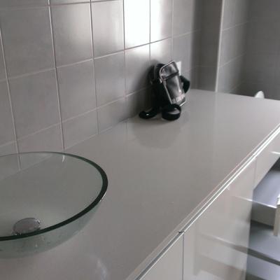 Rifacimento bagno con fornitura e posa mobile con lavatrice