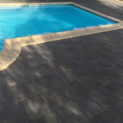 Pavimento bordo piscina