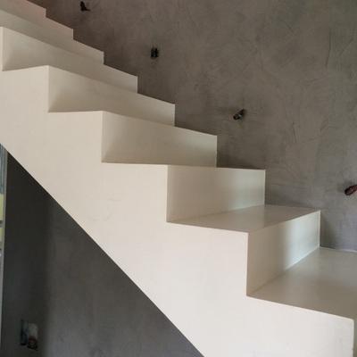 Scala e parete in resina