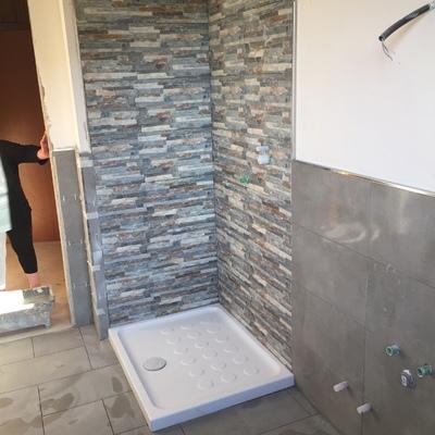 doccia in riivestimento pietra