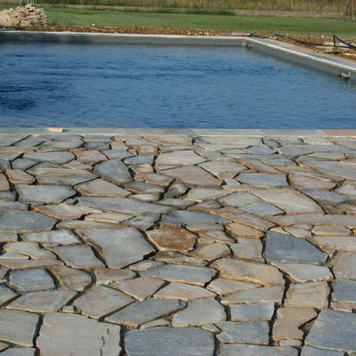 pavimentazione in pietra (bordo piscina)