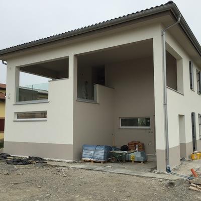 Nuova costruzione di villa con struttura prefabbricata in legno