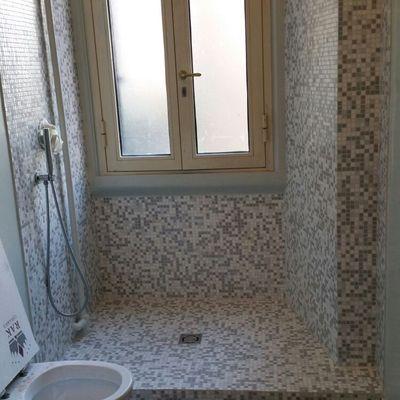 particolare rivestimento e pavimento resina finto legno