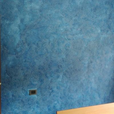 Decorazione parete con tecnica spatolato