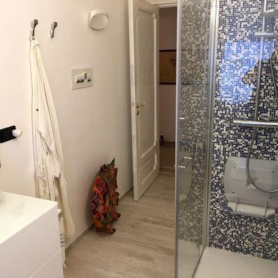 Posa mosaico angolo doccia bagno a Genova