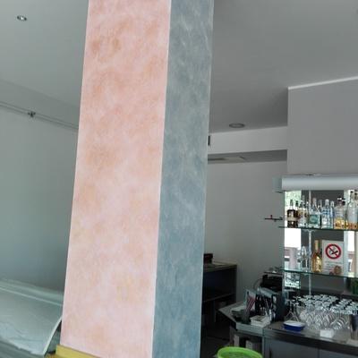 Decorazione colonna bar