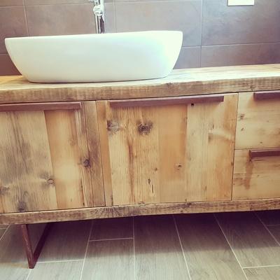 mobile da bagno in legno di recupero