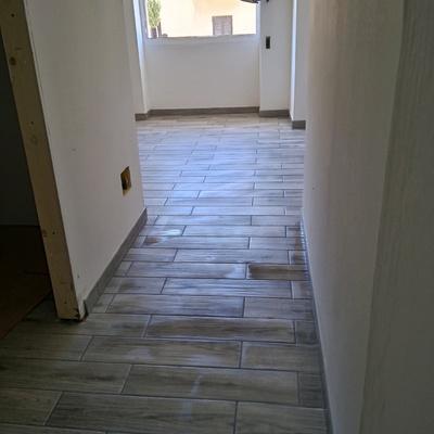Pavimento finto legno in gres porcellanato