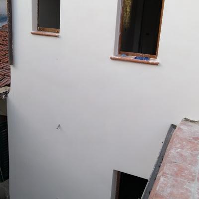 Rifacimento intonaco esterno corte tergale. Terratetto privato