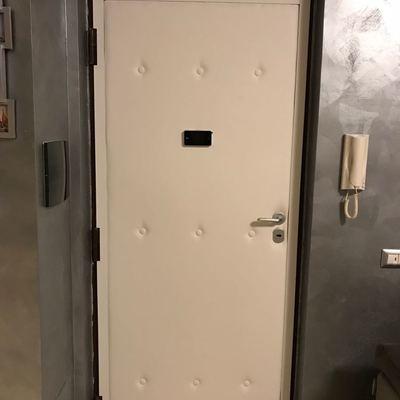 Rivestimento porta di ingresso