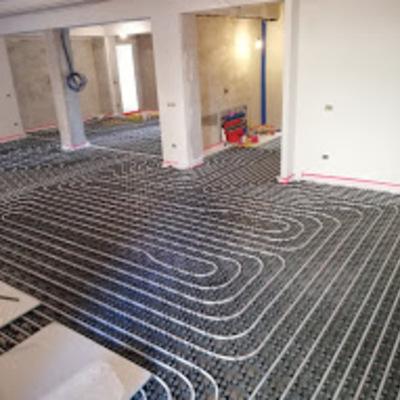 Impianto radiante a pavimento in fase di realizzazione