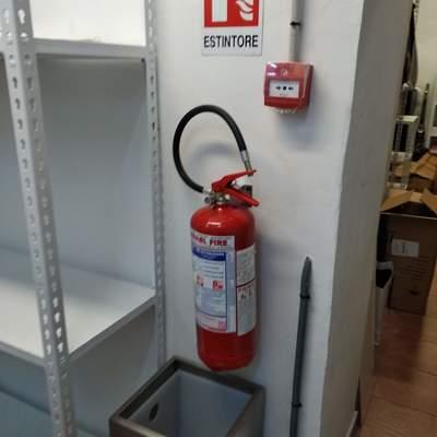 Impianto anti-incendio e estinzione presso negozio
