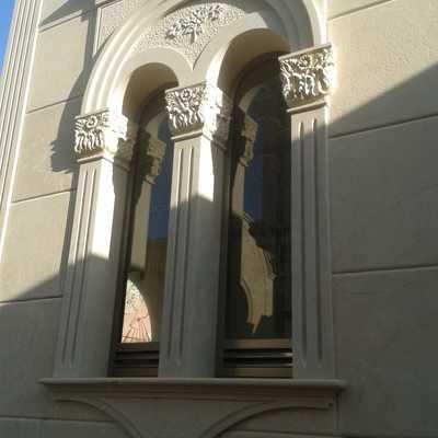 cappella con rivestimento in pietra