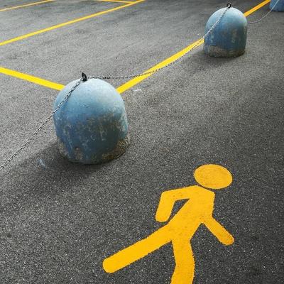 Parcheggi privati e area pedone