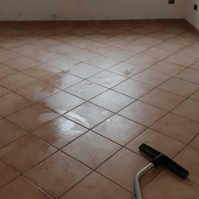 Pulizia pavimento con monospazola