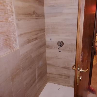 Effetto legno nella doccia