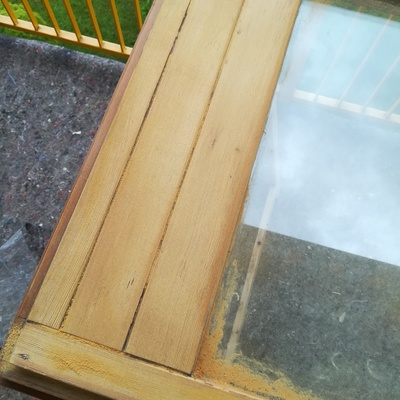 Carteggiatura a legno finestre lato esterno , con successiva applicazioni di una mano di impregnante e successive due mani di finitura
