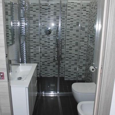 Bagno con doccia mosaico