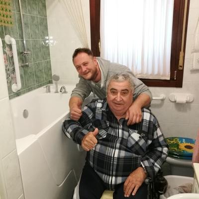 vasca con porta per disabili ed anziani