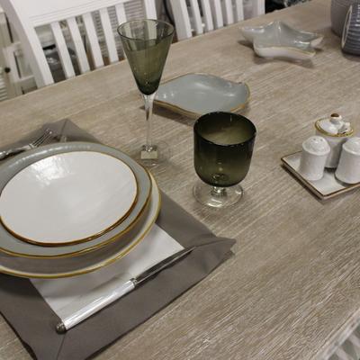 Servizi di piatti e bicchieri