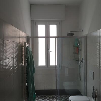 Rifacimento di bagno con piatto doccia in opera