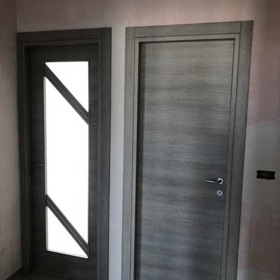 Porta interna con vetrata e cieca