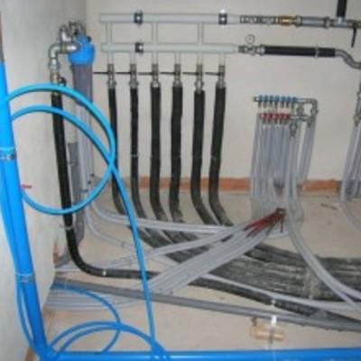 Installazione impianti di climatizzazione e/o riparazioni di ogni tipo, su civile e/o industriale