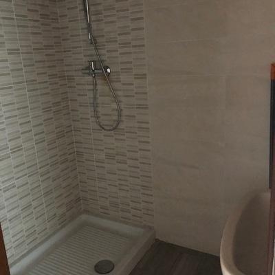 Trasformazione da vasca a sedile in un elegate box doccia