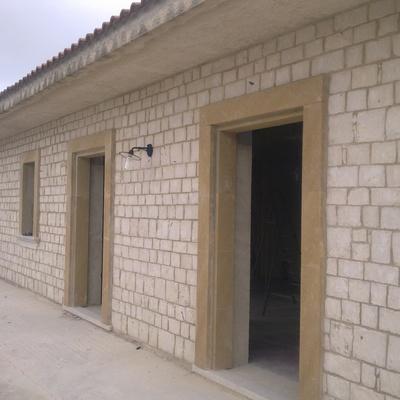 prospetto casa in pietra