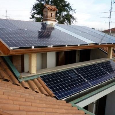 Impianto fotovoltaico Sunpower su tettoia in lamellare