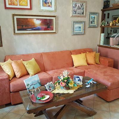 Il nostro lavoro e soddisfare i nostri clienti  e possibilmente renderli felicidi aver rifatto i propi divani