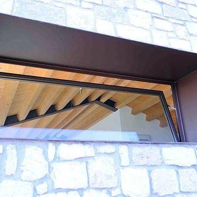 infisso in acciaio verniciato porta battente su imbotte