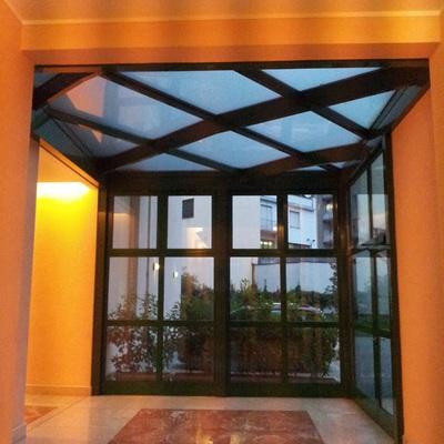 Vetrata ingresso condominio in Milano