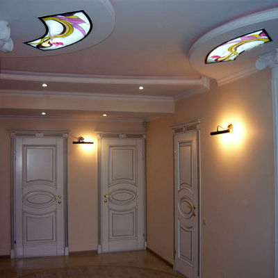 ingresso disimpegno con soffittto in cartongesso e luminarie particolaregiate