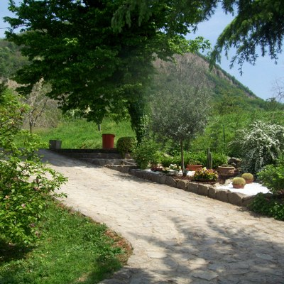 Ingresso in sasso a Calaone